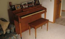 $125 Spinet piano in good shape