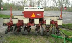 $14,000 Case-IH 955 6 Row 30 Cyclone Air Planter