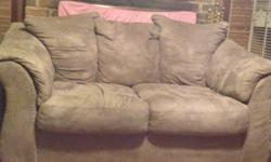 $150 Comfy couch (love seat)