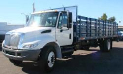 $16,900 2006 INTERNATIONAL 4400 DT466 Flatbed Truck