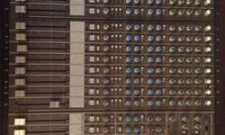 16 channel MX-5200 Fender Mixing Console