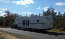$18,000 2004 Lincoln 45ft Travel Trailer - 4 Slide outs