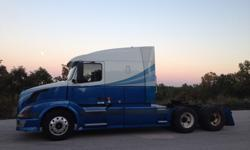 $18,000 2005 Volvo VNL64T660 Semi Tractor For Sale