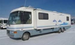 1999 National Dolphin ( With low miles and 2 Sldeouts )