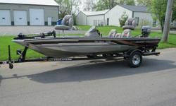 1999 Tracker Marine Pro Team 175 Bass Tracker Mercury 40