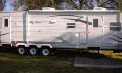 $19,500 2010 38ft travel trailer