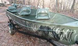 $1,650 16 FT Duck / Fishing boat / 25 hp Evinrude / Trailer