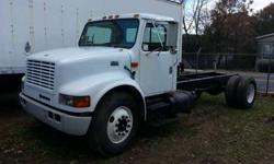 2000 International 4700 18' Cab and Chassis
