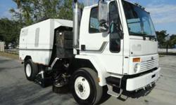 2000 Sterling Schwarze A7000 Street Sweeper