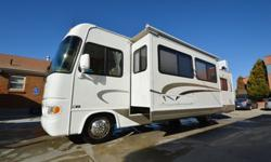 2003 Fourwinds Hurricane 33SL Class A Motorhome / Slide and