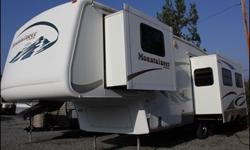 2005 Keystone Montana 33' fifth wheel