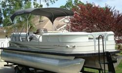 2005 Sun Tracker Regency 25 Pontoon Boat