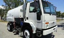 2007 Freightliner FC80 Johnston VT650 Street Sweeper