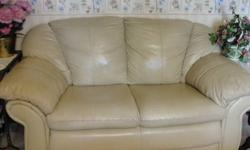$200 LoveSeat Leather