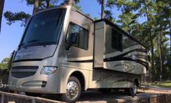 2015 Winnebago Sightseer 33C w/3 Slide-Outs (in Terrel, NC)