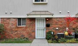 2264 Rockspring Road 7 Toledo, 2 story townhouse with 2