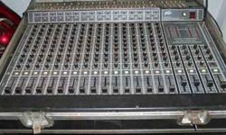 $250 peavey 16 channel mixer 1980 model in road case