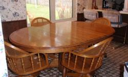 $275 OBO Dinning Room Table with matching chairs 5 piece set