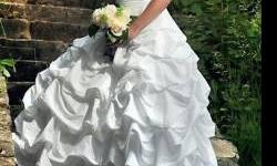 $290 Wedding Dress, Size 6 (Pleasant Hope)