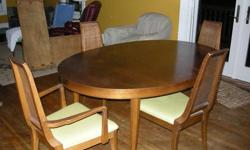 $299 Large Oval Ding Room Tabe and 8 Chairs