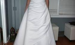 $300 Beautiful UNALTERED Wedding dress (sz 8) crinoline slip