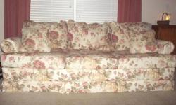 $300 Broyhill Floral Sofa Couch - Like New!!
