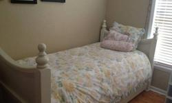 $325 OBO BEAUTIFUL Pottery Barn Twin Bed with Drawer Trundle