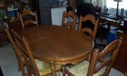$350 large dinning Table with 6 chairs