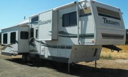 "$37,000 Pre Owned 2005 Fleetwood Triumph 365BSQS 37' 11"" 5th"