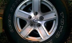 "$400 17"" Dodge Durango Wheels & Tires 2005 Hemi Model"