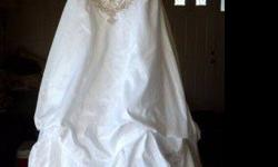 $500 Beautiful Sz 8 Embroidered Wedding Dress