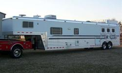 $50,900 2002 4 Star 22' short wall includes Mud Room 3