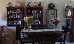 $650 Like New Cherrywood Dining Room Table & Chairs
