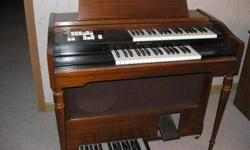 $650 ORGAN, Lowrey Holiday Series in Great Condition