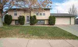 702 Wright CT Rapid City, Move in and enjoy all this home