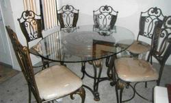 $800 Dining Room Table and Chairs in Perfect Condition