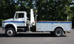 8901 - 2004 Freightliner Fl70 4X4; National Knuckleboom