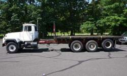 8936 - 1995 Mack Rd690s; 20'6'' Steel Flatbed