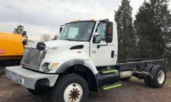 8955 - 2005 International 7300 4x4; Cab and Chassis