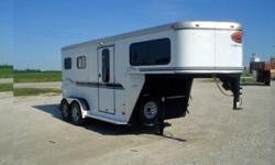 a .2003 Sundowner 2 horsetrailer dr available