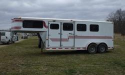 ae .2000 Starlite 3 Horse trailer with dressingroom