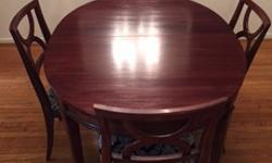 Beautiful, oval dining table, 5 chairs and 3 expander leaves