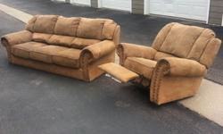 !!!Comfortable couch and recliner