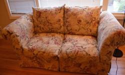 Comfortable fabric loveseat / couch in great condition