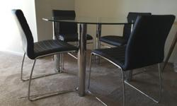 Dining set: 4 quality chairs & round table - Perfect