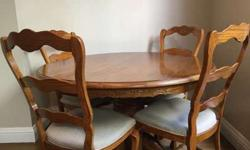 Round/Oval Dining Room Table & Chairs